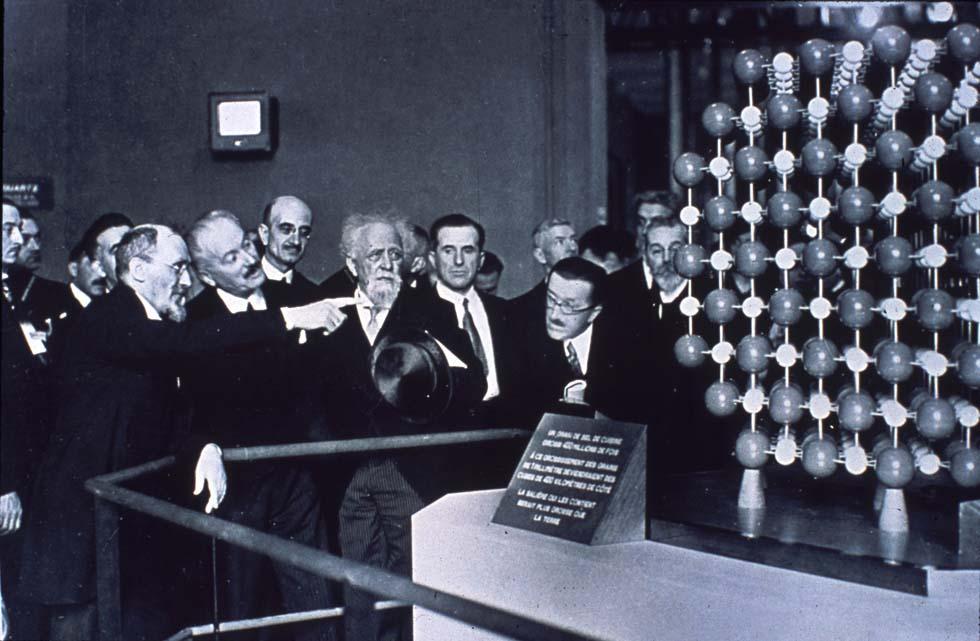 1937 - Visite du Palais de la découverte par le Président(ouverture du diaporama)