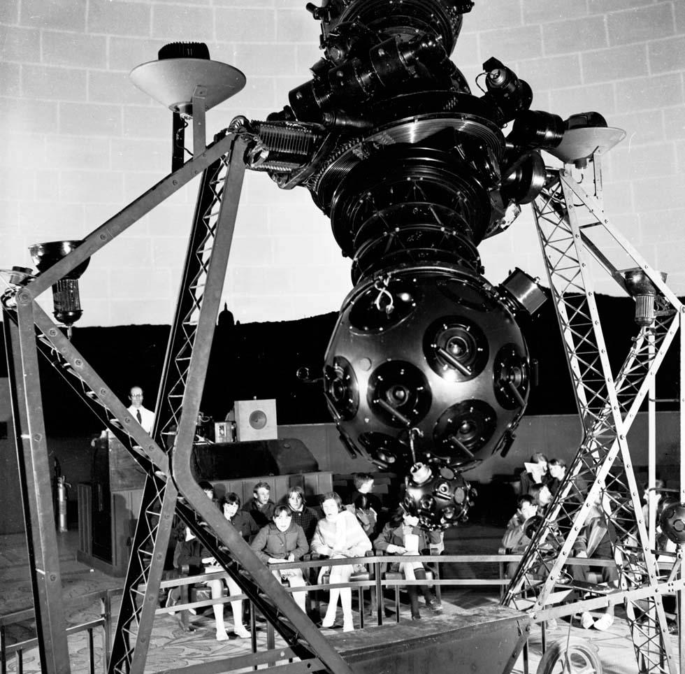 1970 - Planétarium du Palais de la découverte(ouverture du diaporama)