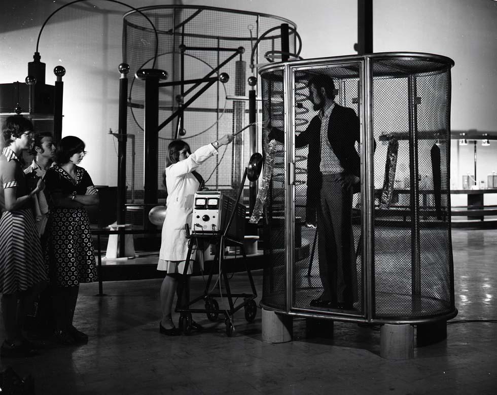 1976 - Expérience de physique électrostatique(ouverture du diaporama)