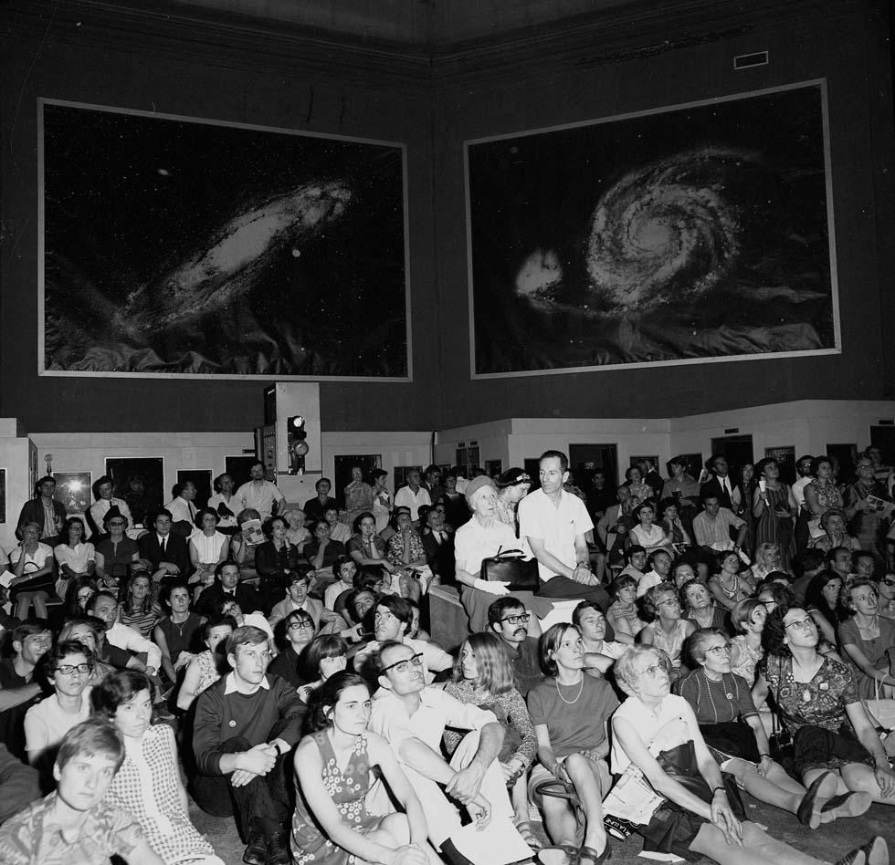 1969 - Diffusion sur grand écran Apollo 11(ouverture du diaporama)