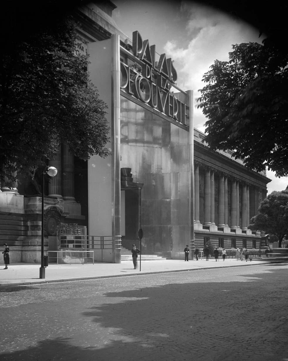 1937 - Entrée du Palais de la découverte(ouverture du diaporama)