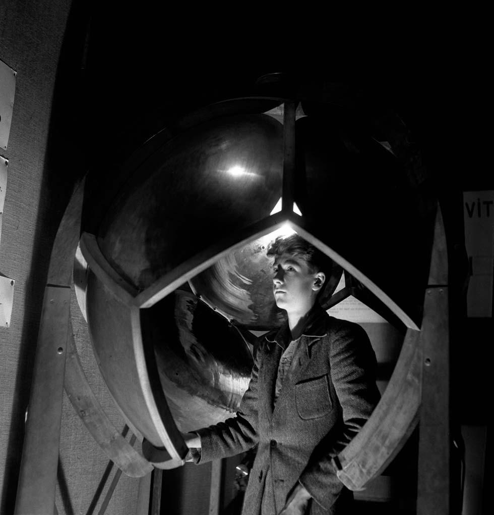 1948 - Expérience de la sphère réfléchissante(ouverture du diaporama)